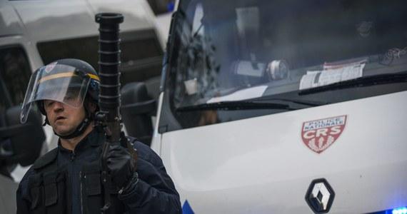 """W Dijon na wschodzie Francji mężczyzna wjeżdżał celowo w grupy przechodniów, wykrzykując po arabsku """"Allah Akbar"""" (Bóg jest wielki). Rannych zostało 11 osób, w tym dwie ciężko."""