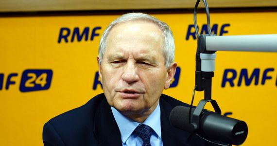 """""""Obrona cywilna musi być zreformowana. Dzisiaj jest tak, że system gaśniczo-ratowniczy spełnia swoje funkcje w czasie pokoju i chodzi o to, aby zracjonalizować funkcjonowanie tego systemu także w czasie wojny"""" - mówi szef BBN, gen. Stanisław Koziej, odpowiadając na pytania słuchaczy RMF FM. """"Dzisiaj obrona cywilna istnieje bardziej na papierze niż w realu"""" - dodaje gość Kontrwywiadu."""
