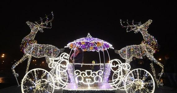Rozświetlone ulice, migocące lampki na gigantycznych  choinkach – tak polskie miasta przystroiły się na święta. Za pieniądze podatnika oczywiście. Ile to kosztuje - sprawdzamy w cyklu Twoje Pieniądze w Faktach RMF FM.