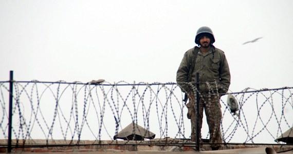 Władzie Pakistanu zamierzają w najbliższym czasie powiesić około 500 osób skazanych za terroryzm. To odpowiedź na ubiegłotygodniowy atak talibów na szkołę. Zginęło wówczas 140 osób, w większości dzieci.