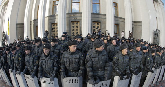 """Ukraina zrezygnowała ze statusu państwa pozostającego poza blokami militarnymi pod naciskiem państw NATO, które chcą, by stała się """"linią frontu w konfrontacji z Rosją"""" - oświadczył rosyjski wiceminister obrony Anatolij Antonow."""