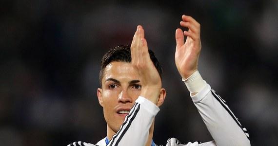 """Portugalczyk Cristiano Ronaldo wygrał plebiscyt brytyjskiego dziennika """"The Guardian"""" na najlepszego piłkarza 2014 roku. W głosowaniu wzięli udział dziennikarze sportowi i byli zawodnicy z 28 krajów. Jedyny Polak w setce - Robert Lewandowski - zajął 30. miejsce."""