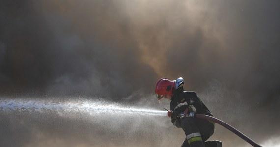 """Od środy w ponad 300 pożarach, do których doszło w Polsce, zginęło dziewięć osób, a kolejnych 15 zostało rannych. """"To przerażająca statystyka, dawno nie pamiętam, żeby w jeden tylko dzień do godzin porannych w pożarach zginęło aż tyle osób. To wyjątkowo tragiczna noc"""" – mówi rzecznik Straży Pożarnej Paweł Frątczak."""