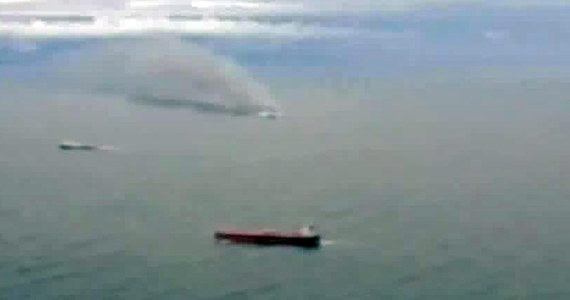 Jedna osoba zginęła w czasie pożaru włoskiego promu płynącego z Grecji do Ankony we Włoszech - podały ekipy ratunkowe prowadzące ewakuację pasażerów na Morzu Jońskim. Ofiara to mężczyzna, który wskoczył do wody w panice lub spadł ze zjeżdżalni ratunkowej.