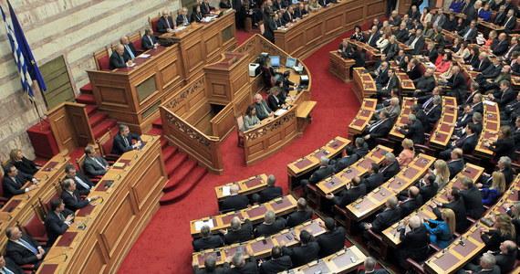 Kandydat rządu na prezydenta Grecji, były komisarz UE Stawros Dimas, nie zdobył wymaganej większości głosów w trzecim i ostatnim głosowaniu parlamentu. Premier Antonis Samaras chce, aby przyspieszone wybory powszechne odbyły się 25 stycznia.