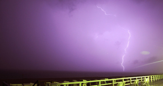 Co najmniej czworo plażowiczów zginęło, a czworo zostało rannych w poniedziałek na południowym wschodzie Brazylii na skutek uderzenia pioruna. Do incydentu doszło podczas gwałtownej, trwającej zaledwie kilka minut ulewy na popularnej plaży w mieście Praia Grande.