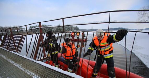 Płetwonurkowie przeszukujący rzekę Liwiec natrafili na ciało jednego z poszukiwanych nastolatków z miejscowości Mokobody na Mazowszu. To starszy z braci, którzy zaginęli w poniedziałek. Prokuratorzy z Siedlec badają, co było bezpośrednią przyczyną śmierci 15-latka.
