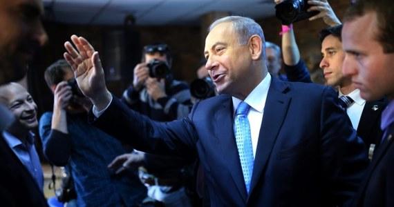 """Izrael zagroził palestyńskim przywódcom procesami sądowymi  """"za zbrodnie wojenne"""",  jeśli Palestyna przystąpi do Międzynarodowego Trybunału Karnego. Palestyna jako członek MTK mogłaby wytoczyć przywódcom izraelskim procesy na podstawie takich samych oskarżeń."""