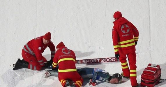Amerykanin Nicholas Fairall, który miał groźny upadek w kwalifikacjach do wtorkowego konkursu Turnieju Czterech Skoczni w Bischofshofen, przeszedł operację kręgosłupa w klinice w Innsbrucku.