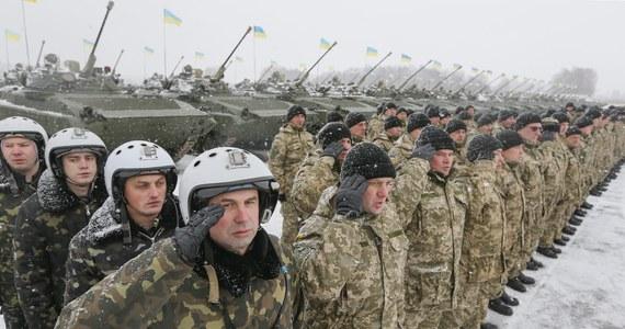 13 żołnierzy zginęło, a 17 zostało rannych w zderzeniu wojskowego samochodu ciężarowego i autobusu na wschodzie Ukrainy. W chwili wypadku na miejscu panowały trudne warunki atmosferyczne.