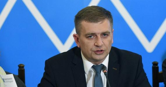 Minister zdrowia Bartosz Arłukowicz zaprosił przedstawicieli Porozumienia Zielonogórskiego na dalsze rozmowy dotyczące funkcjonowania POZ w 2015 roku. Mają się one rozpocząć o godzinie 16:00. Przyjdziemy – odpowiadają lekarze, którzy zamknęli od nowego roku swoje przychodnie.