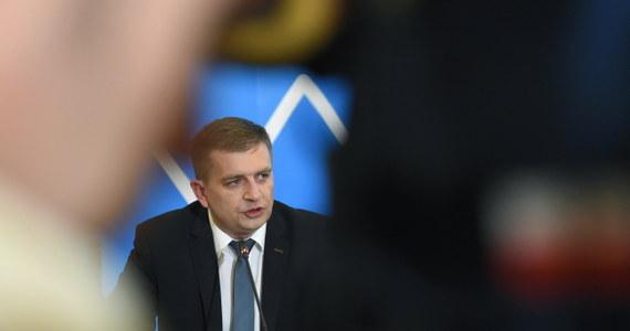 W Ministerstwie Zdrowia trwa spotkanie przedstawicieli Porozumienia Zielonogórskiego z ministrem Bartoszem Arłukowiczem. Szef resortu zaprosił protestujących medyków na rozmowy, które mają doprowadzić do zakończenia trwającego już kolejny dzień sporu.