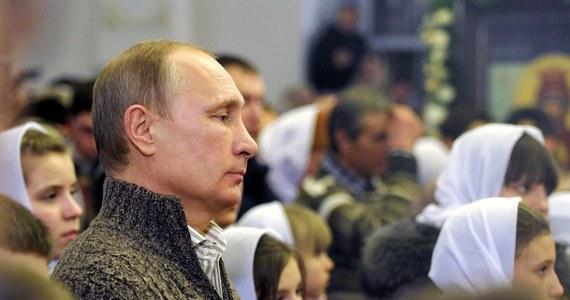 """""""Aneksja półwyspu opłaciła się Putinowi. Mimo dużych wydatków finansowych Kreml odniósł jednocześnie kilka zwycięstw na arenie krajowej"""" - czytamy w weekendowym wydaniu """"Rzeczpospolitej""""."""