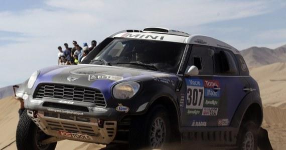 Krzysztof Hołowczyc zajął czwarte miejsce na siódmym etapie Rajdu Dakar z metą w boliwijskiej Uyuni i pozostał na czwartej pozycji w klasyfikacji kierowców samochodów. Zwyciężył Argentyńczyk Orlando Terranova. Liderem jest nadal Katarczyk Nasser Al-Attiyah.