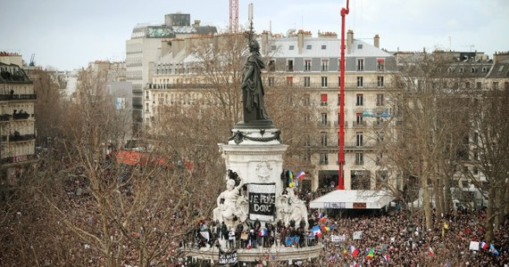 W niedzielne popołudnie ulicami Paryża przeszedł marsz przeciwko terroryzmowi. Brały w nim udział rodziny ofiar niedawnej serii ataków, przedstawiciele wspólnot wyznaniowych, prawie 50 przywódców z całego świata i blisko milion Francuzów.