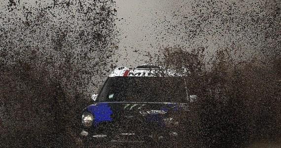 Krzysztof Hołowczyc na piątym miejscu ukończył ósmy etap Rajdu Dakar z metą w Iquique w Chile. W klasyfikacji generalnej kierowców samochodów jest nadal czwarty. Nie zmienił się również lider, którym od początku rywalizacji jest Katarczyk Nasser Al-Attiyah.