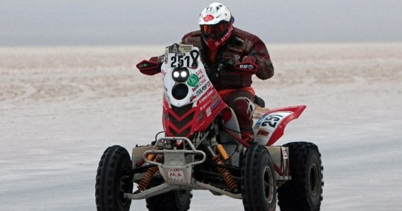 Jadący w barwach RMF FM Rafał Sonik stracił pozycję lidera Rajdu Dakar w klasyfikacji quadów. Po ósmym etapie prowadzenie objął Chilijczyk Ignacio Casale, który o prawie siedem minut wyprzedza krakowianina.