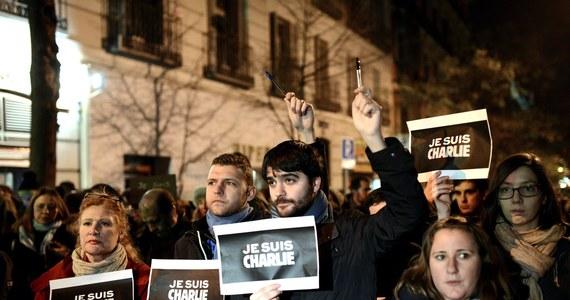 """Jemeński odłam Al-Kaidy przyznał się do przeprowadzenia zeszłotygodniowego ataku w Paryżu na satyryczny tygodnik """"Charlie Hebdo"""". Dżihadyści w opublikowanym  oświadczeniu tłumaczą, że była to zemsta za obrazę proroka Mahometa."""