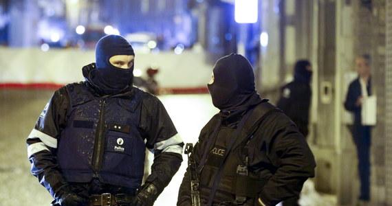 Wielka akcja antyterrorystyczna w Belgii. W kilku miastach policjanci przeprowadzili obławę na terrorystów. Co najmniej dwie osoby zginęły, a kilka ujęto podczas akcji przeprowadzonej w mieście Verviers na wschodzie kraju. Prokurator federalny poinformował, że został podwyższony poziom alertu antyterrorystycznego.