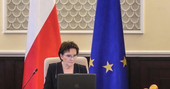 Uchwalona w nocy przez Sejm nowela ustawy o funkcjonowaniu górnictwa węgla kamiennego pozwala wreszcie naprawić polskie górnictwo, które tej naprawy wymaga - powiedziała po głosowaniu premier Ewa Kopacz. Sejm uchwalił nowelizację ustawy o funkcjonowaniu górnictwa węgla kamiennego w l. 2008-2015, która pozwalają na realizację rządowego programu naprawy Kompanii Węglowej. Pozwala ona przede wszystkim na wydzielenie z KW 4 kopalń i objęcie ich załóg osłonami.