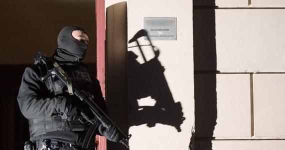 Poranna obława na terrorystów w Berlinie. Aresztowanych zostało dwóch Turków, trzech kolejnych jest poszukiwanych listami gończymi. Ponad dwustu policjantów weszło nad ranem do jedenastu mieszkań, głównie w dzielnicy Wedding.