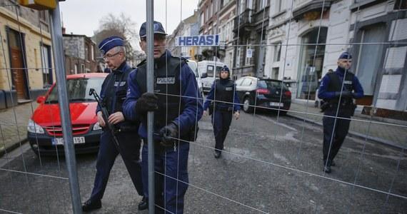 13 osób zatrzymała belgijska policja podczas kilkunastu krajowych operacji antyterrorystycznych, wymierzonych w grupę islamistyczną. Kolejne dwie osoby zostały zatrzymane we Francji - poinformowała prokuratura w Brukseli. Według służb, terroryści zamierzali zabijać policjantów na ulicach i w komisariatach - chodziło o wywołanie w Belgii szoku i poczucia braku bezpieczeństwa. Jedna z gazet podała ponadto, że dżihadyści chcieli także porwać znaną osobę, a nawet planowali morderstwo poprzez ścięcie głowy.