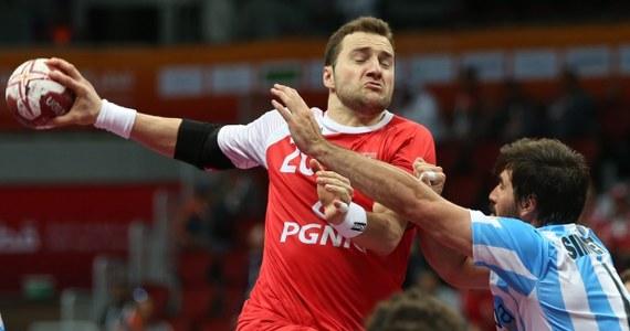 Polska wygrała w Dausze z Argentyną 24:23 (11:12) w swoim drugim meczu grupy D mistrzostw świata piłkarzy ręcznych, które są rozgrywane w Katarze. W piątek biało-czerwoni ulegli Niemcom 26:29.