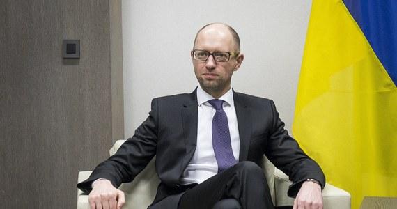 Skandal w Kijowie. Ministerstwo energetyki zgodziło się na podpisanie umowy z Rosją, w której Krym określono jako część Federacji Rosyjskiej. Wyjaśnień od swojego ministra zażądał premier Arsenij Jaceniuk.