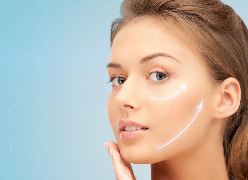 Dzięki medycynie estetycznej możliwe jest odtworzenie rysów twarzy utraconych w wyniku procesu starzenia. Lifting wolumetryczny na bazie kwasu hialuronowego pozwala zregenerować utraconą tkankę podskórną i przywrócić młodzieńczy owal twarzy.