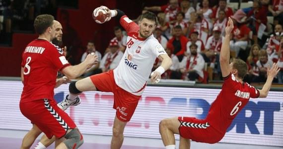 Polscy piłkarze ręczni pokonali Rosję 26:25 w swoim trzecim meczu grupy D mistrzostw świata, które są rozgrywane w Katarze. W piątek biało-czerwoni ulegli Niemcom 26:29, a w niedzielę pokonali Argentynę 24:23.