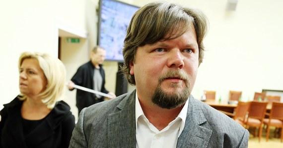 Kontroler z wieży w Smoleńsku zezwolił załodze Tu-154M na zejście do wysokości 50 m; nie zmieniam swoich zeznań - oświadczył Artur Wosztyl, pilot Jaka-40, który wylądował kilkadziesiąt minut przed katastrofą samolotu z prezydentem. Naczelna Prokuratura Wojskowa poinformowała w środę, że z opinii nagrania z wieży smoleńskiego lotniska wynika, że kontrolerzy nie zezwolili załodze Tu-154 na zejście do wysokości 50 metrów.