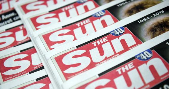 """Na 3. stronę brytyjskiego tabloidu """"The Sun"""" po kilku dniach przerwy pojawiła się modelka w stroju topless. Nie wiadomo, czy to trwały powrót do kontrowersyjnej, 45-letniej tradycji pisma. O to, czy powinno ono dalej publikować fotografie roznegliżowanych kobiet spierają się brytyjskie feministki i modelki, które pozowały dla """"The Sun""""."""