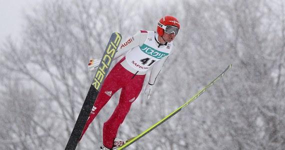 Sześciu polskich skoczków wystąpi w pierwszym konkursie Pucharu Świata w skokach narciarskich w Sapporo. W kwalifikacjach najlepszy był Austriak Manuel Poppinger - 126 m, Piotr Żyła był trzeci - 118 m.