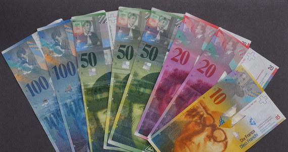 Zadłużeni we frankach, którym bank nie chce uwzględnić ujemnego wskaźnika LIBOR lub żąda dodatkowego zabezpieczenia kredytu, powinni zwrócić się ze skargą bezpośrednio do UOKiK. Według Urzędu, same banki nie mogą tego robić.