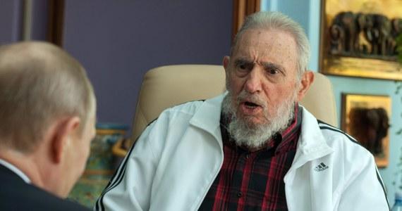 """""""Nie mam zaufania do polityki Stanów Zjednoczonych i nie zamieniłem z nimi (z Amerykanami) ani jednego słowa, ale nie oznacza to w żadnym momencie odrzucenia pokojowego rozwiązania konfliktów"""" - oświadczył były szef kubańskiego państwa w liście do federacji studentów, odczytanym na Uniwersytecie w Hawanie i na antenie kubańskiej telewizji państwowej."""