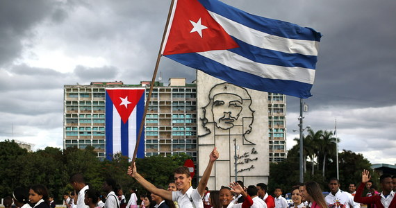 Wznowienie normalnych relacji między Kubą i USA będzie miało sens, jeśli USA zwrócą Kubie teren bazy wojskowej Guantanamo, zniosą embargo handlowe i wypłacą wyspie odszkodowanie za straty poniesione z tego tytułu - oświadczył prezydent Kuby Raul Castro.