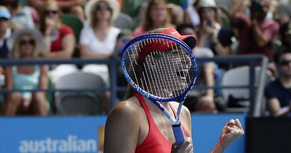 """Rozstawiona z numerem drugim Maria Szarapowa pokonała w """"rosyjskich derbach"""" Jekaterinę Makarową (10.) 6:3, 6:2 w półfinale Australian Open. Wiceliderka rankingu tenisistek po raz czwarty zagra w decydującym spotkaniu wielkoszlemowej imprezy w Melbourne."""