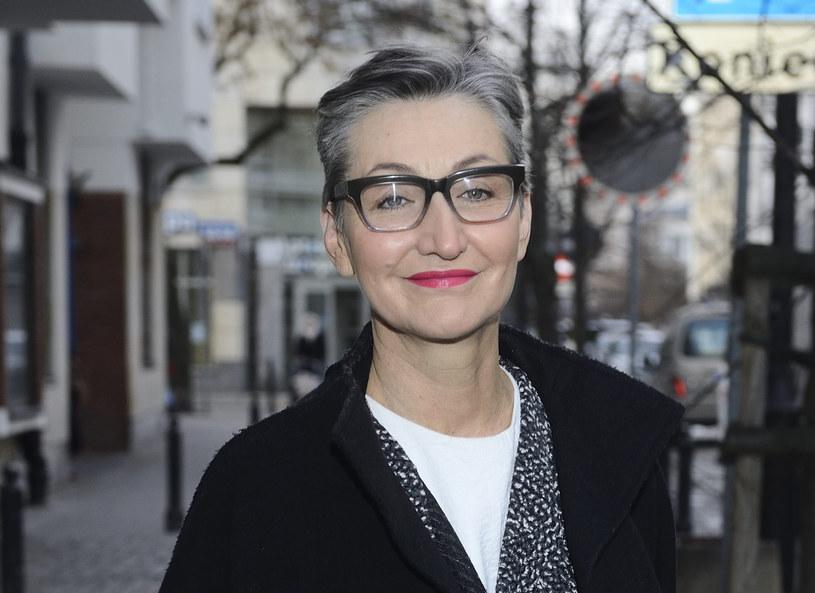 """Projektowanie to trudny zawód, zwłaszcza w Polsce, gdzie ludzie są wciąż zbyt biedni i nie mają poczucia estetyki na miarę Włochów lub Francuzów – uważa Joanna Klimas. Jej zdaniem dla młodych ludzi szansą na zaistnienie są programy takie jak """"Project Runway"""". Talent to jednak zbyt mało, by zrobić światową karierę, trzeba mieć jeszcze siłę przebicia, której brakuje wielu uzdolnionym młodym projektantom."""