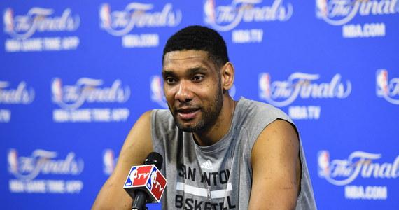 Doradca finansowy Tima Duncana, mistrza NBA z San Antonio Spurs, naraził go na kilkumilionowe straty. Koszykarz pozwał więc jeden z banków w Atlancie, w którym pracował doradca. Sportowiec domaga się ponad miliona dolarów odszkodowania.