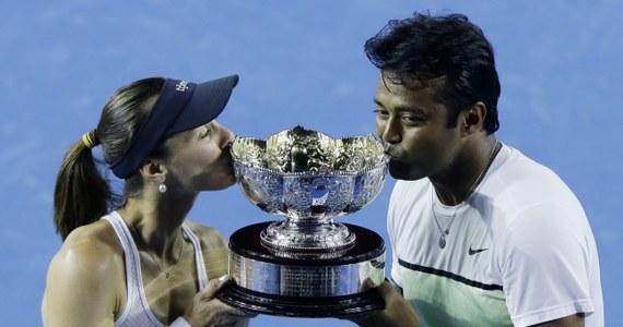 Martina Hingis i Leander Paes z Indii pokonali w Melbourne Francuzkę Kristinę Mladenovic i Kanadyjczyka Daniela Nestora 6:4, 6:3 w finale Australian Open. Słynna szwajcarska tenisistka wywalczyła drugi w karierze wielkoszlemowy tytuł w mikście.