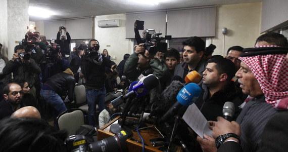 Władze Jordanii zapewniły, że nadal są gotowe przekazać dżihadystom z Państwa Islamskiego (IS) iracką islamistkę, jeśli przetrzymywany przez nich jordański pilot zostanie uwolniony. Jordania stanowczo potępiła egzekucję japońskiego dziennikarza Kenji Goto, o której bojownicy IS poinformowali wczoraj.
