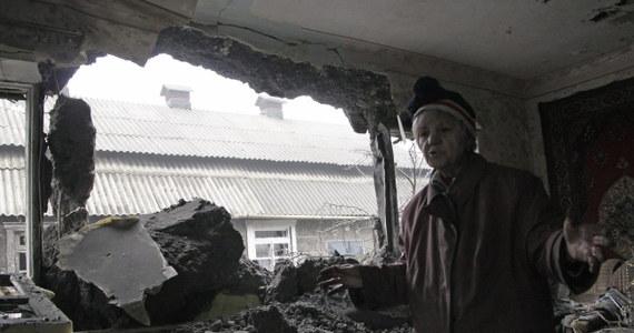 13 ukraińskich wojskowych zostało zabitych w ciągu ostatniej doby w walkach ze wspieranymi przez Rosję separatystami na wschodniej Ukrainie. Informację przekazał przedstawiciel Rady Bezpieczeństwa Narodowego i Obrony (RBNiO) tego kraju Wołodymyr Polowyj.