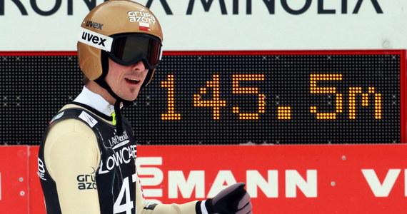 Piotr Żyła uzyskał 145,5 m i wygrał kwalifikacje do niedzielnego konkursu Pucharu Świata w skokach narciarskich w niemieckim Willingen. W pierwszej serii wystąpi pięciu Polaków, w tym dwukrotny mistrz olimpijski Kamil Stoch.