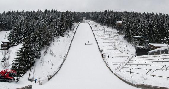 Kamil Stoch zajął czwarte miejsce, a Piotr Żyła dziewiąte w konkursie Pucharu Świata w skokach narciarskich w niemieckim Titisee-Neustadt. Wygrał Niemiec Severin Freund, odnosząc trzynaste zwycięstwo w karierze w PŚ.
