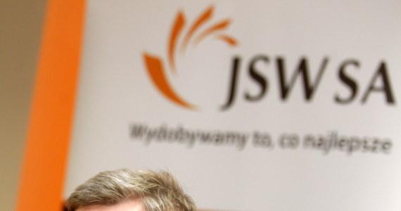 Ministerstwo Skarbu Państwa przejmuje od Ministerstwa Gospodarki kontrolę nad Jastrzębską Spółką Węglową. Resort zwołuje walne zgromadzenie akcjonariuszy i chce wprowadzić do Rady Nadzorczej spółki swoich ludzi. Z JSW pożegnają się więc ludzie z Polskiego Stronnictwa Ludowego, a ich miejsce zajmą wybrańcy ministra skarbu z Platformy Obywatelskiej.