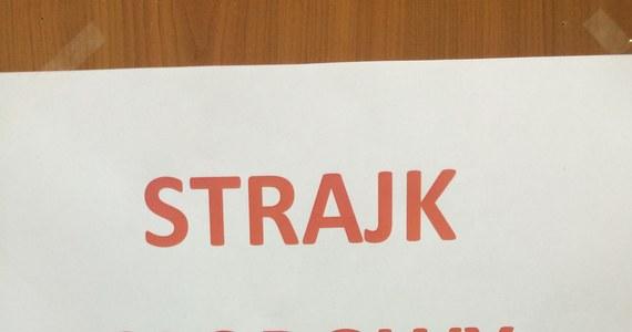 Zaostrza się górniczy protest na Śląsku. W kopalniach Jastrzębskiej Spółki Węglowej zaczął się strajk okupacyjny. Cel jest jeden: odwołać prezesa JSW Jarosława Zagórowskiego. W kopalni Zofiówka od wczoraj jest też dziesięciu górników, którzy podjęli strajk głodowy. Dziś mają zostać przesłuchani uczestnicy wczorajszych starć z policją w Jastrzębiu.
