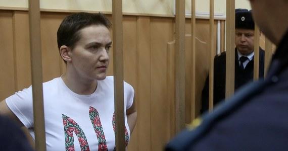 Rosyjski sąd przedłużył do 13 maja areszt ukraińskiej pilotce wojskowej Nadii Sawczenko, która jest przetrzymywana w Rosji w areszcie śledczym od lipca. Od 13 grudnia prowadzi strajk głodowy. Jej prawnicy obawiają się, że może ona nie dożyć procesu.