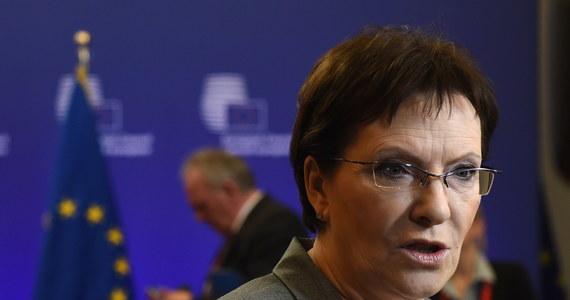 Porozumienie z Mińska jest bardzo kruche, do jego realizacji potrzebna jest jedność w UE - oceniła po szczycie przywódców Unii w Brukseli premier Ewa Kopacz. Dodała, że Komisja Europejska ma przygotować scenariusze na wypadek złamania umowy przez Rosję.