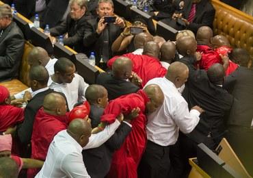 Bijatyka w parlamencie. Kilku rannych