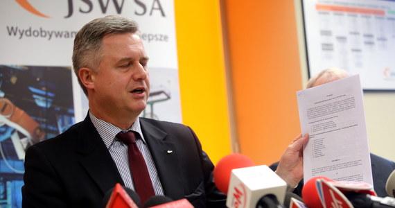 Jest projekt porozumienia w sprawie górniczego protestu na Śląsku. Dokument został parafowany po wielogodzinnych rozmowach w Jastrzębiu. Ale decyzji o zakończenia protestu nadal nie ma. Związkowcy nadal domagają się dymisji prezesa JSW Jarosława Zagórowskiego. Ten oświadczył podczas konferencji prasowej, że gotów do złożenia rezygnacji.